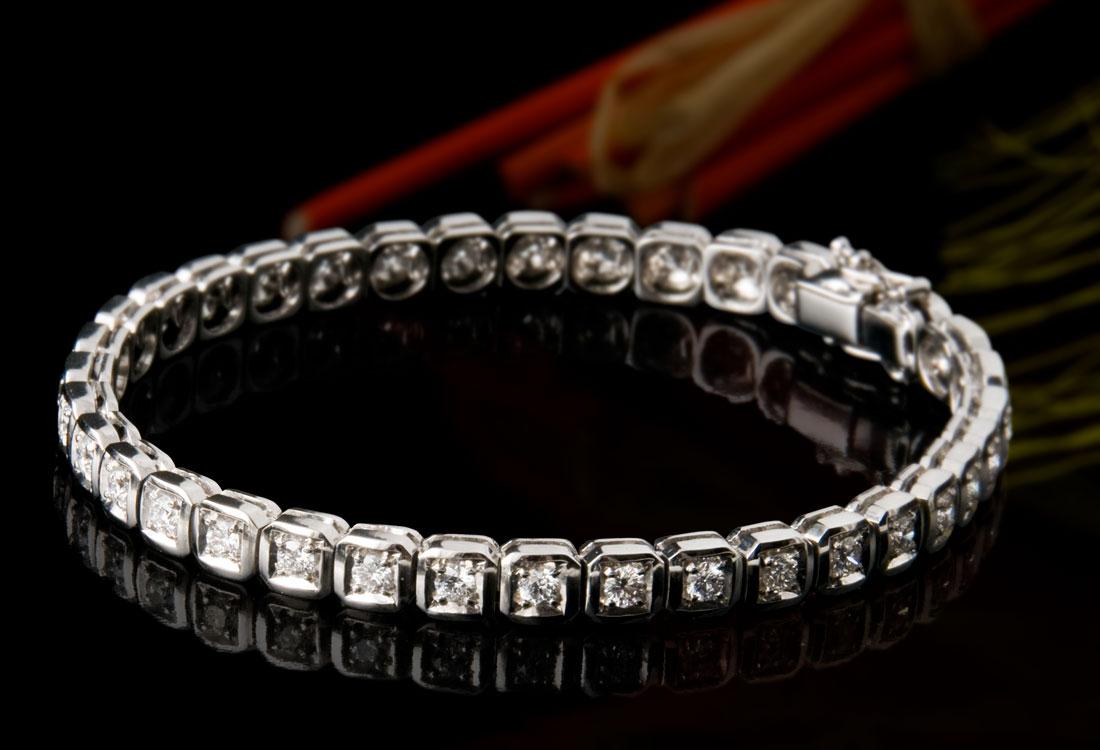 Bracciale Tennis con diamanti incastonati su quadretti
