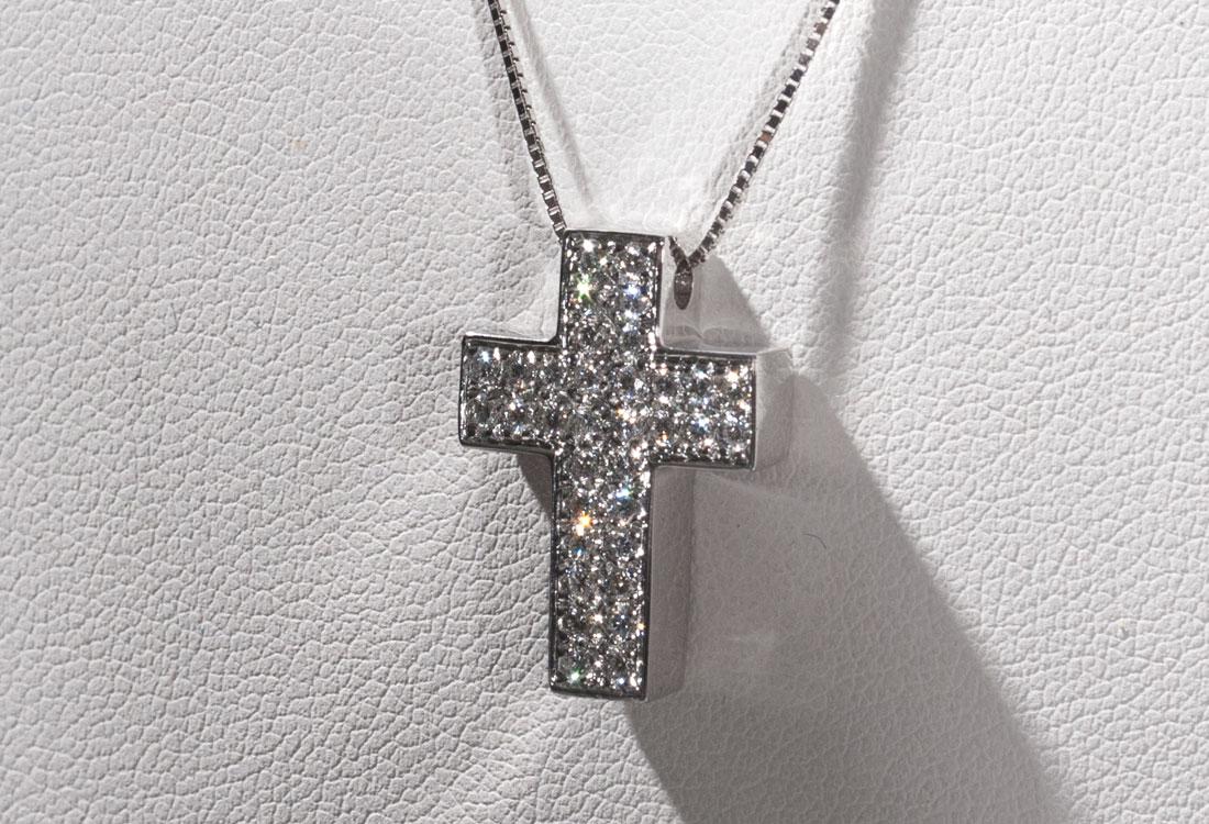 collana-crocifisso-diamanti-03