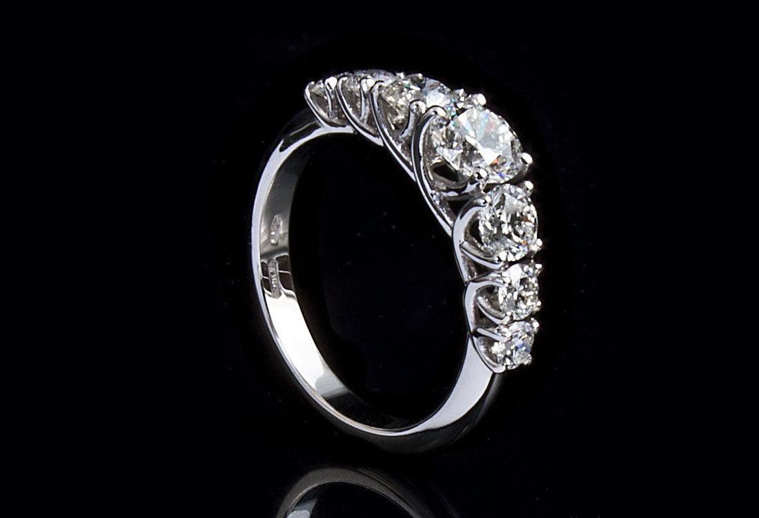 Anello con 7 Diamanti