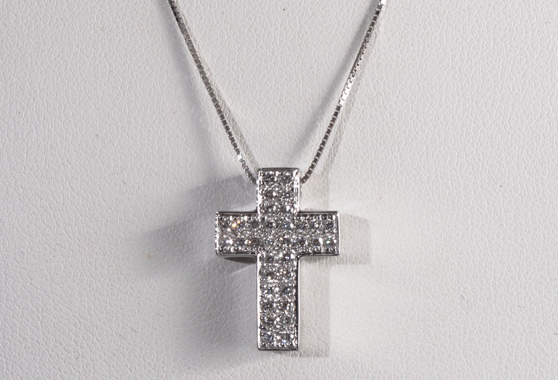 collana-crocifisso-diamanti-02
