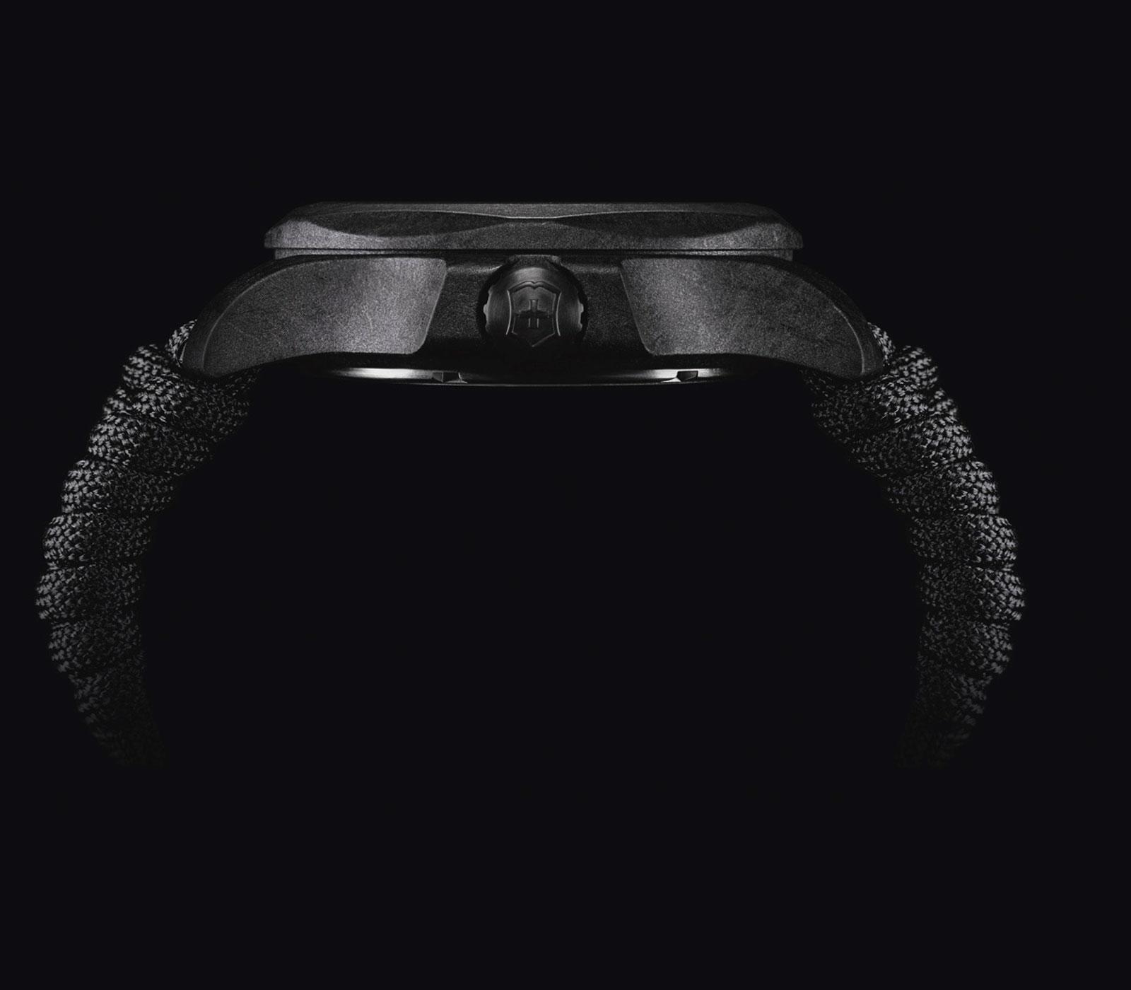 Il suo aspetto nero opaco e compatto, con leggere venature marmorizzate