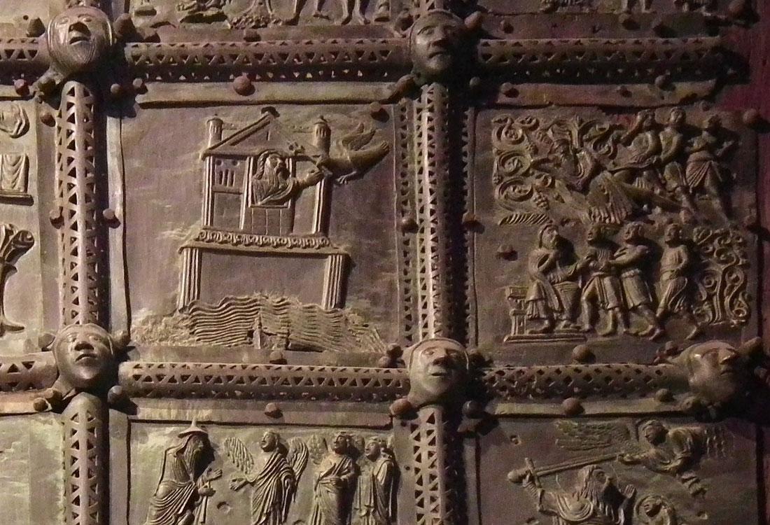 "Bombonato argenteria formelle Basilica di San Zeno in argento. <a href=""https://it.wikipedia.org/wiki/File:Verona,_Basilica_di_San_Zeno,_bronze_door_003.JPG"" target=""_blank"" rel=""noopener noreferrer"">Licenza immagine</a>."