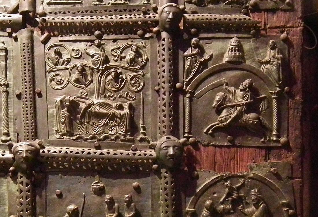 "Bombonato argenteria formelle Basilica di San Zeno in argento. <a href=""https://it.wikipedia.org/wiki/File:Verona,_Basilica_di_San_Zeno,_bronze_door_006.JPG"" target=""_blank"" rel=""noopener noreferrer"">Licenza immagine</a>."