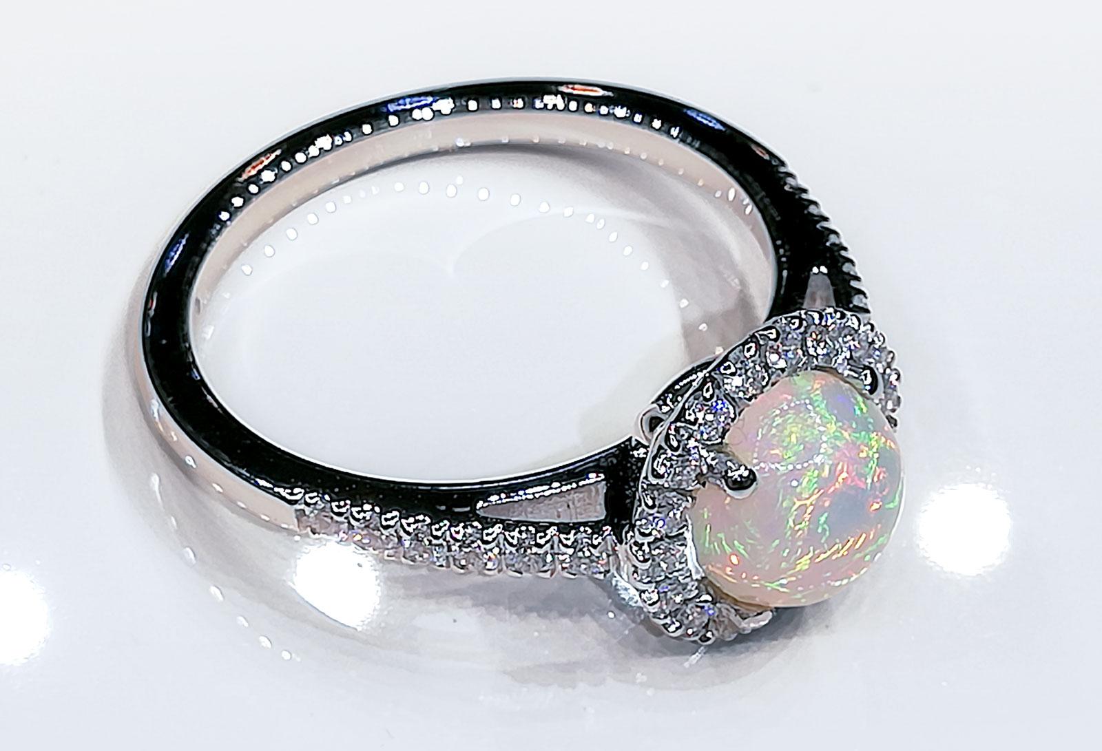 Anello con Opale arlecchino e diamanti