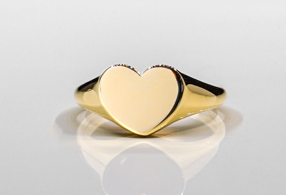 Un semplice cuore in oro ricco di significati