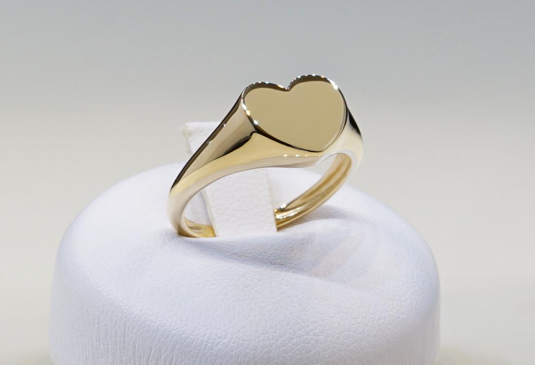Anello in oro giallo 18 kt con il cuore pieno