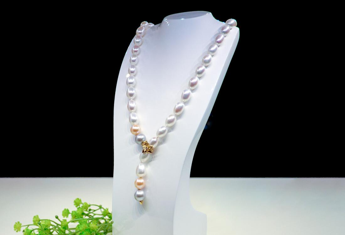 Collana di Perle naturale d'acqua dolce con fermaglio d'Oro e brillanti