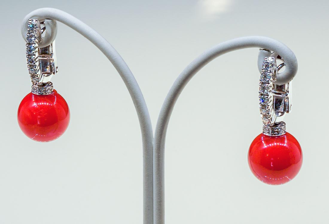Corallo diametro 11 mm e 0.38 carati di diamanti