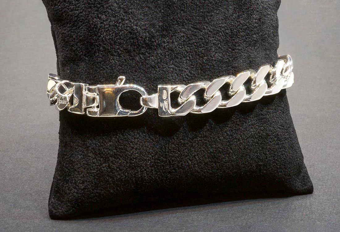 Bracciale in argento lucidato manualmente a specchio