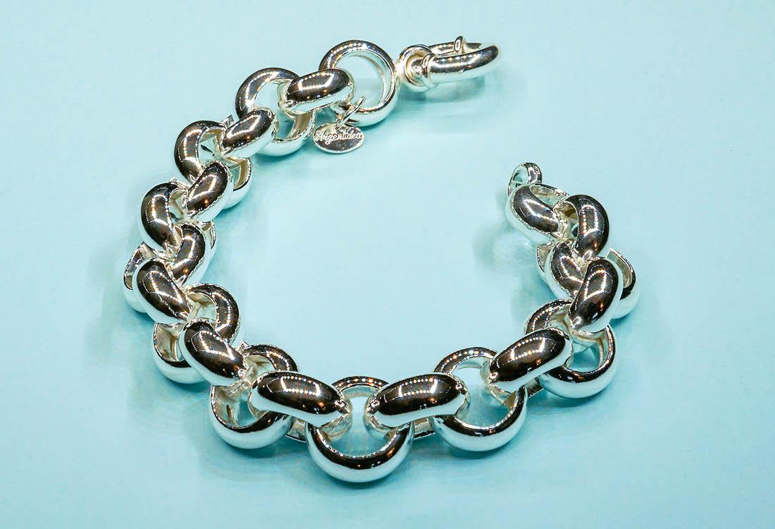 Bracciale sorprendentemente leggero, grazie agli anelli d'argento vuoti