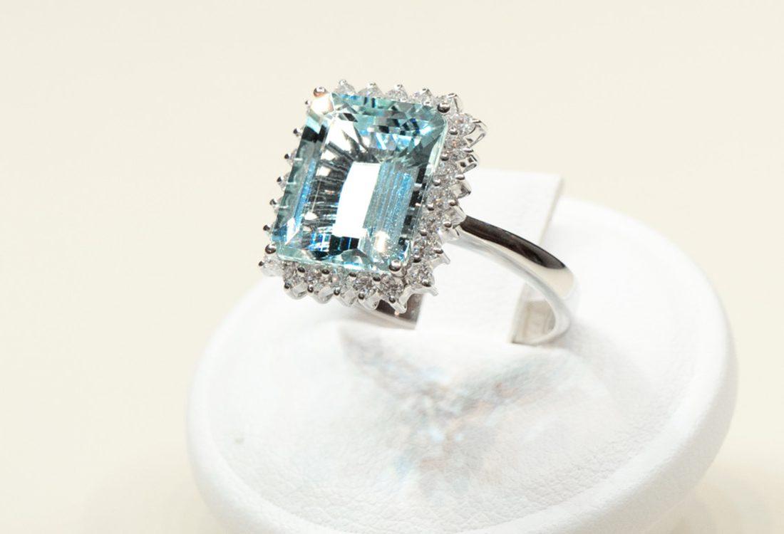 Bombonato anello acquamarina taglio smeraldo 01
