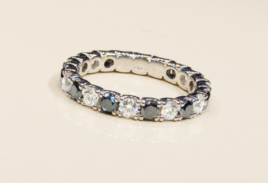 Bombonato Anello fascia diamanti neri e bianchi 01