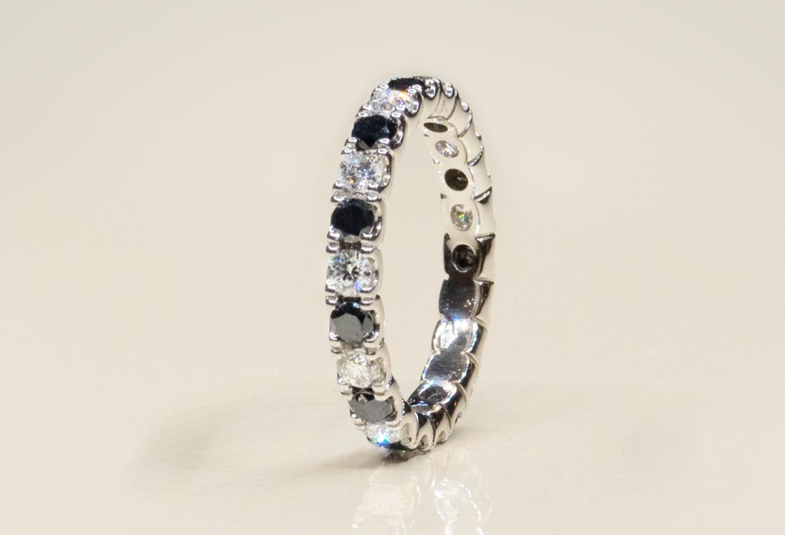 Bombonato Anello fascia diamanti neri e bianchi 02