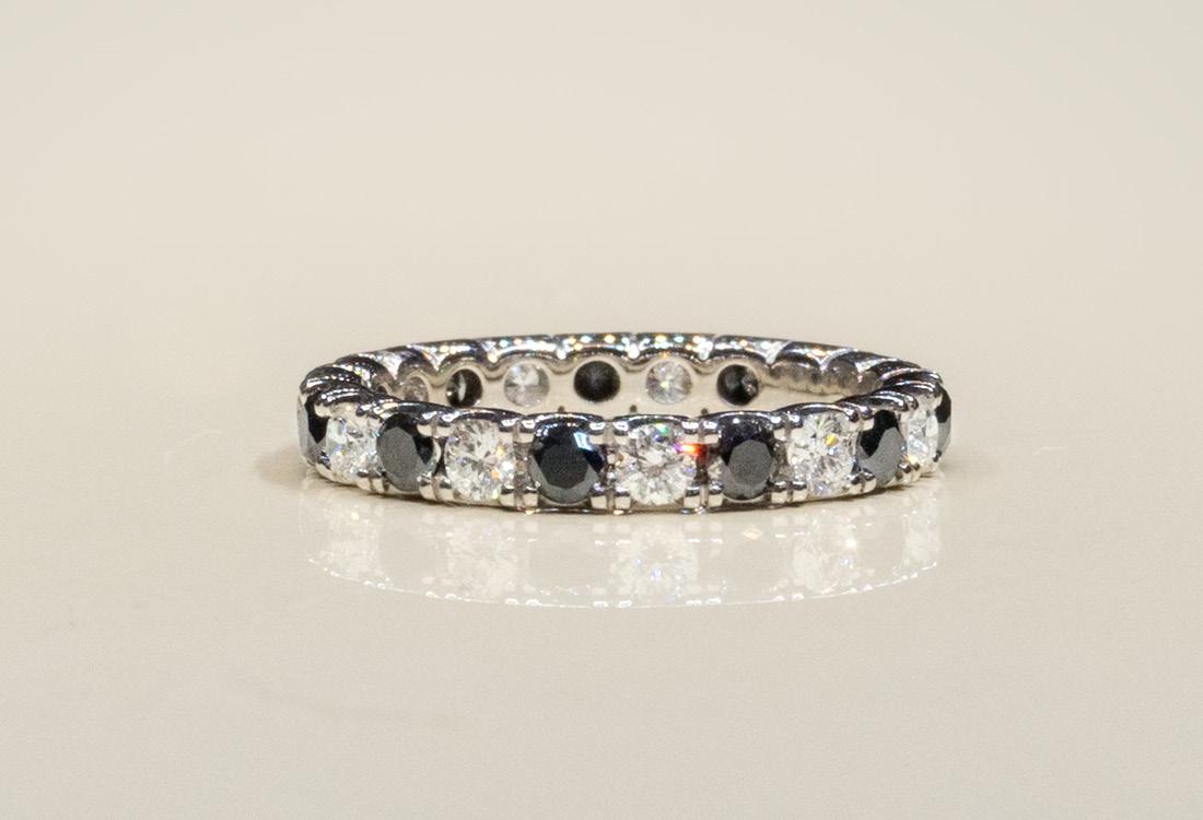 Bombonato Anello fascia diamanti neri e bianchi 03